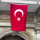 Turkisk flagga i Istanbul Royaltyfria Bilder