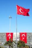 Turkisk flagga- och Ataturk affisch i Taksim Istanbul Royaltyfria Foton