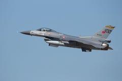 Turkisk flygvapenF--16jaktflygplan Arkivfoto