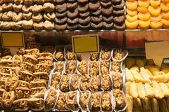 Turkisk fröjd och torkade frukter Arkivfoto
