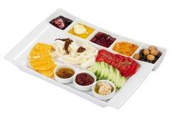 Turkisk frukost, på en vit bakgrund Royaltyfri Bild