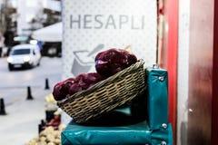 Turkisk grönsakshandlare Storefront Discount Detail Arkivbilder