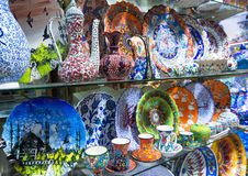 Turkisk keramik av den storslagna basaren i Istanbul, Turkiet Royaltyfri Foto