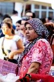 Turkisk kvinna på den turkiska basaren Arkivfoton