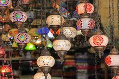 Turkisk lampa i en basar Arkivfoto