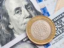 Turkisk lira till oss dollarutbyte p? dollarbakgrund royaltyfri foto