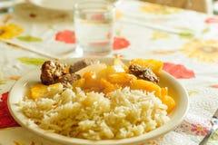 Turkisk maträtt med potatisar och kött för vita ris Fotografering för Bildbyråer