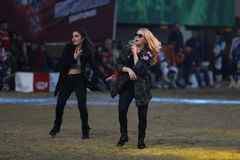 Turkisk sångareEce Seckin konsert under den Istanbul Supercross chaen Royaltyfria Foton