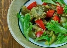 Turkisk sallad med aubergine arkivfoton