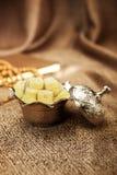 Turkisk sockeruppsättning med lokum Arkivbild