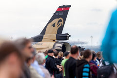 Turkisk soloturk för flygvapen F-16 på den berlin flygshowen Arkivfoton