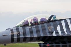Turkisk soloturk för flygvapen F-16 på den berlin flygshowen arkivbilder