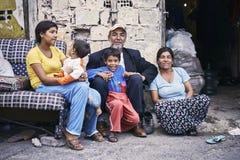 Turkisk zigensk familj arkivfoton