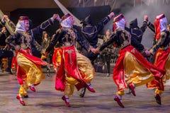 Turkiska dansare i traditionell dräkt royaltyfri foto
