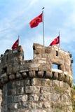 Turkiska flaggor på det Bodrum tornet Royaltyfri Fotografi