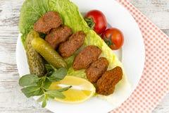 Turkiska foods; cigkofte Arkivfoto