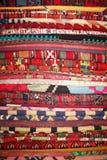 turkiska handgjorda röda filtar Arkivfoto