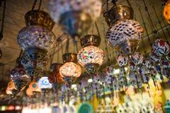 Turkiska lampor i storslagen basar Arkivbild