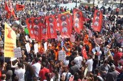 Turkiska och Kurdish personer som protesterar Royaltyfria Bilder