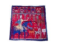 Turkiska orientaliska härliga scarves med bilder av naturligt silke på en vit bakgrund Royaltyfri Fotografi