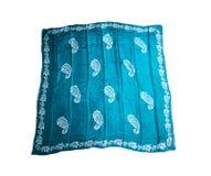 Turkiska orientaliska härliga scarves med bilder av naturligt silke på en vit bakgrund Fotografering för Bildbyråer
