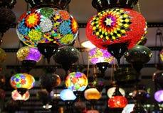 Turkiska traditionella mångfärgade lampor Arkivbilder