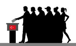 Turkiska väljare tränger ihop konturn, genom att rösta för val i Turkiet royaltyfria bilder
