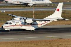 94-077 turkiskt flygvapen, Casa CN-235-100M Royaltyfri Bild