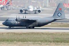 62-3496 turkiskt flygvapen, Lockheed C-130B Hercules Royaltyfria Foton