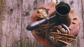 Turkiskt kaffe och kryddor som roterar lager videofilmer