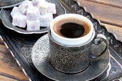 Turkiskt kaffe och turkisk fröjd arkivfoton