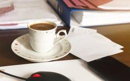 Turkiskt kaffe på kontoret Arkivfoton