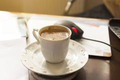 Turkiskt kaffe på kontoret Arkivbilder