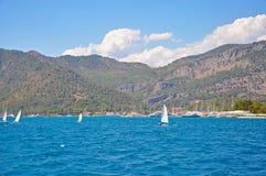 Turkiskt maritimt landskap - blåtten av medelhavet, arkivbilder