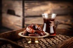 Turkiskt te i ett exponeringsglas Arkivfoton