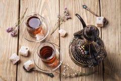 Turkiskt te med sladastyami Arkivfoton