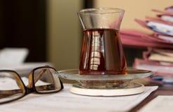 Turkiskt te på kontoret Royaltyfria Foton