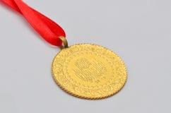 Turkiskt traditionellt guld- mynt för slut upp till Arkivfoto