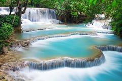 Turkoois water van Kuang Si-waterval Stock Fotografie