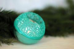 Turkooise snuisterij op Kerstmisboom Stock Foto