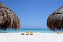 Turkooise wateren van een Caraïbisch strand Stock Foto's