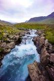 Turkooise waterval IJsland Stock Foto's