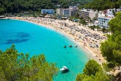 Turkos för strand för Ibiza Cala de Sant Vicent caletade San Vicente arkivbild