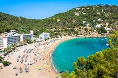 Turkos för strand för Ibiza Cala de Sant Vicent caletade San Vicente royaltyfri fotografi