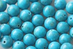 turkos Naturlig turkossten, runda pärlor Bakgrund av turkos Turkosbakgrund royaltyfri bild