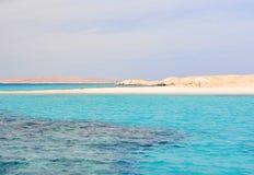 Turkoshav och sandstrand Arkivbilder