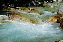 TurkosIsonzo flod nära Trenta, Slovenien arkivfoton