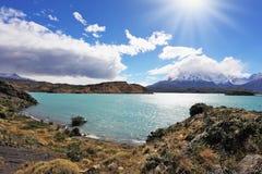 Turkossjön Pehoe parkerar in Torres del Paine, Chile Royaltyfri Foto