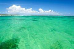 Turkosvatten på Baie D ` Emeraudes Arkivfoton