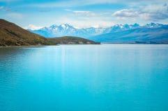 Turkosvattnet av sjön Tekapo, Nya Zeeland Arkivbild
